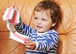 Удаление молочного и постоянного зуба ребенку